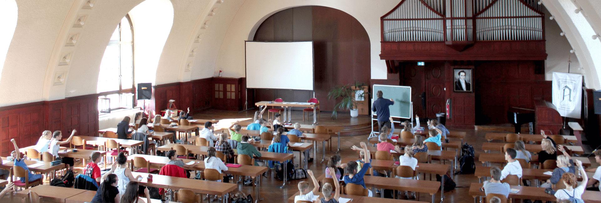 http://www.arnoldi-gym.de/wp-content/uploads/2016/09/aula-header-arnoldi2.jpg