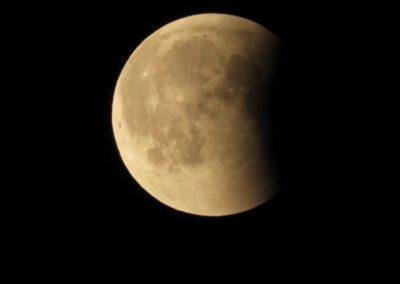 Mond fast vollständig wieder im Halbschatten