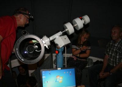 Warten auf den Mond am Teleskop