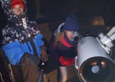 Beobachtung unter der Kuppel mit Teleskop